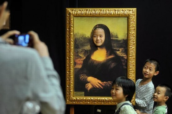 Mona Lisa Portrait with hole for face